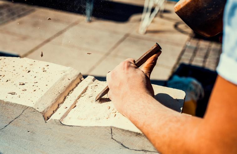 Einzigartige Handarbeit durch die Firma Kumschier & Lombardo Naturstein GmbH & Co. KG in Flintsbach am Inn